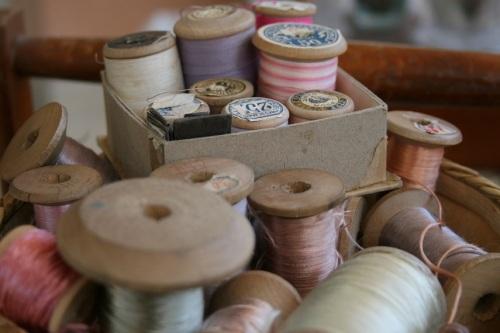 bobines de fils de soie vintages