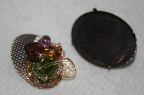 bijoux brodé en cours de realisation