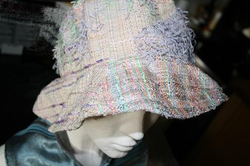 chapeau clair tweed Chanel