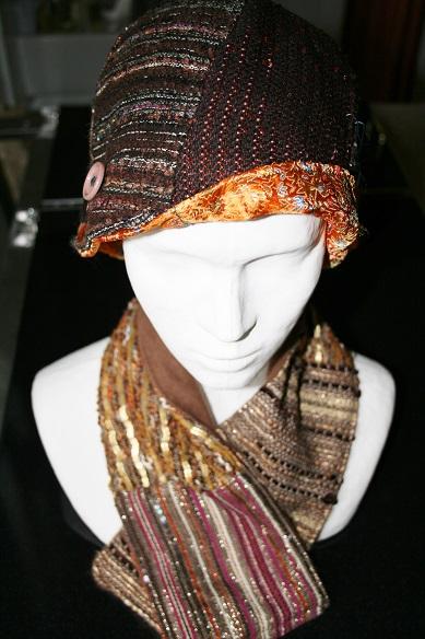 chapeau et col marrons tweed Chanel
