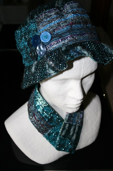 chapeau et col bleus tweed Chanel