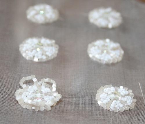 bijoux brodés de perles