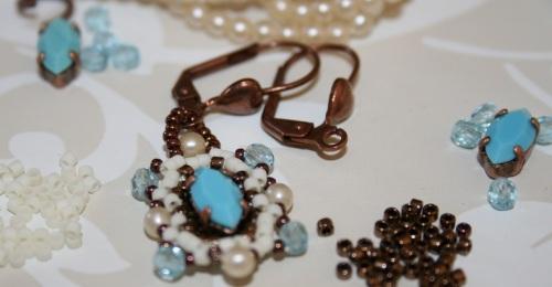 BO travail en cours, tissage de perles à l'aiguille