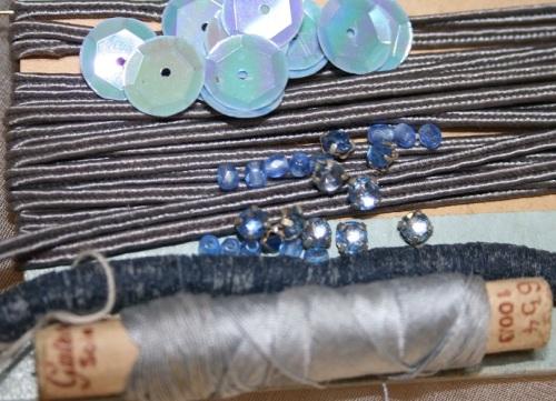 fournitures bleu-gris