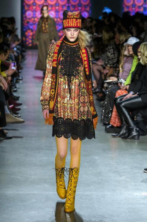 defile-anna-sui-automne-hiver-2018-2019-new-york-look-17
