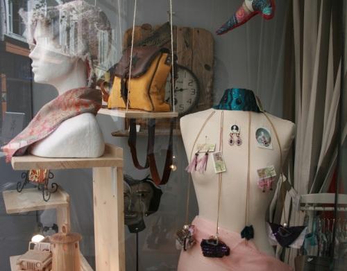 Creart au Puy, bijoux et chapeau