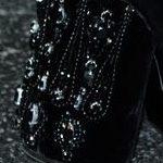 Givenchy : broderie sur velours pour bottes