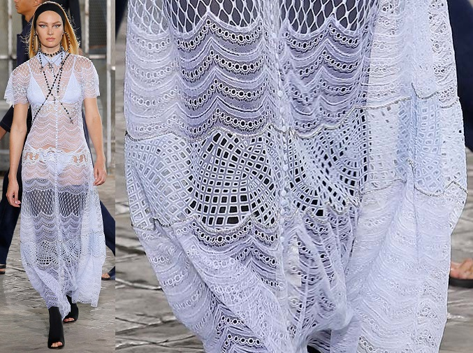 Givenchy : chainette sur dentelle