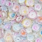 Chanel : fleurs et strass sur tulle, à l'aiguille
