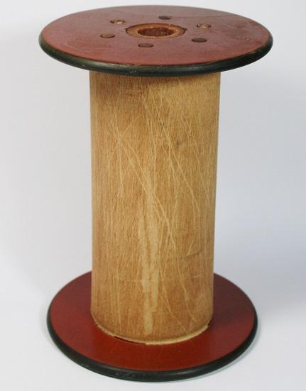 Bobine ancienne de moulinage en bois