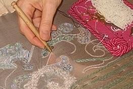 Broderie perlée au crochet de Lunéville