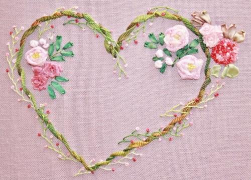 Kit cours broderie au ruban coeur ete, création Karine Larivière – PerleQuiRoule