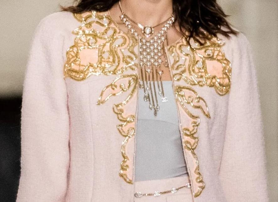 Chanel Métiers d'Art 2020-2021 - Broderie dorée